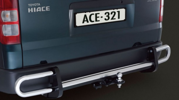 15gns-hiace-accessories-towbar-with-rear-step-and-protector-620x349