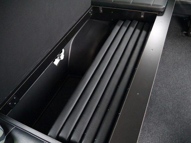 ハイエース200系_コミューターGL_ベッドキット装着(10人乗り3ナンバー乗用登録)-収納式ベッドマット
