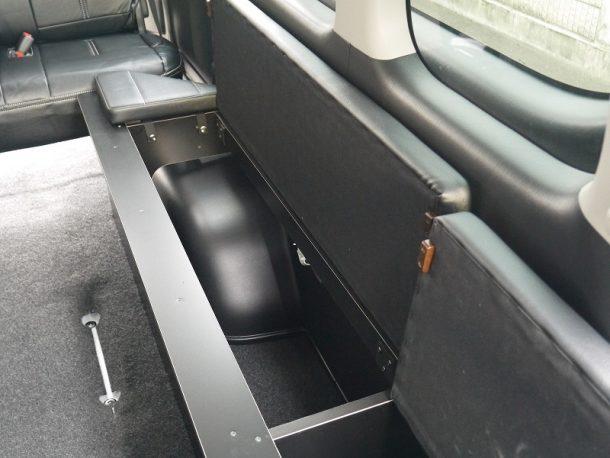 ハイエース200系_コミューターGL_ベッドキット装着(10人乗り3ナンバー乗用登録)-床下収納