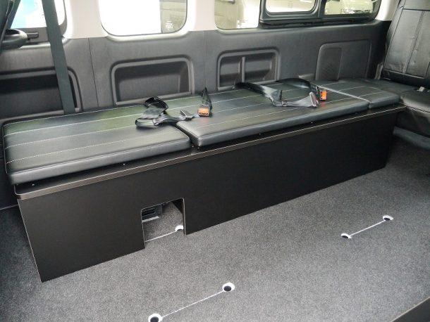 ハイエース200系_コミューターGL_ベッドキット装着(10人乗り3ナンバー乗用登録)-横乗りベンチシート(車検対応)
